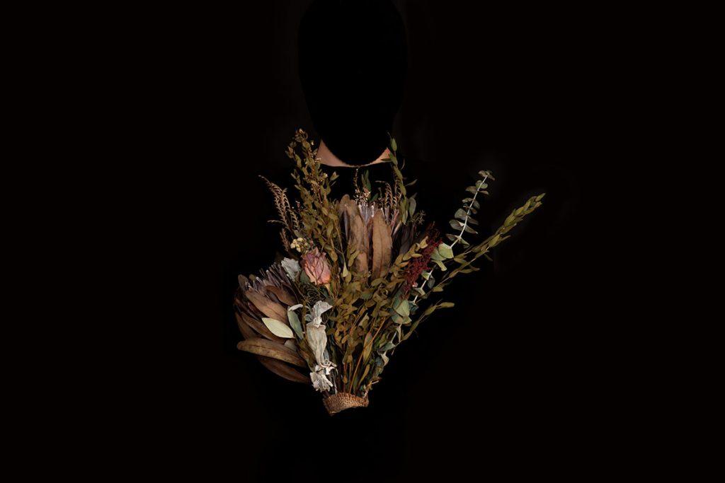 Laurence Dauphinais - Autoportrait et fleurs